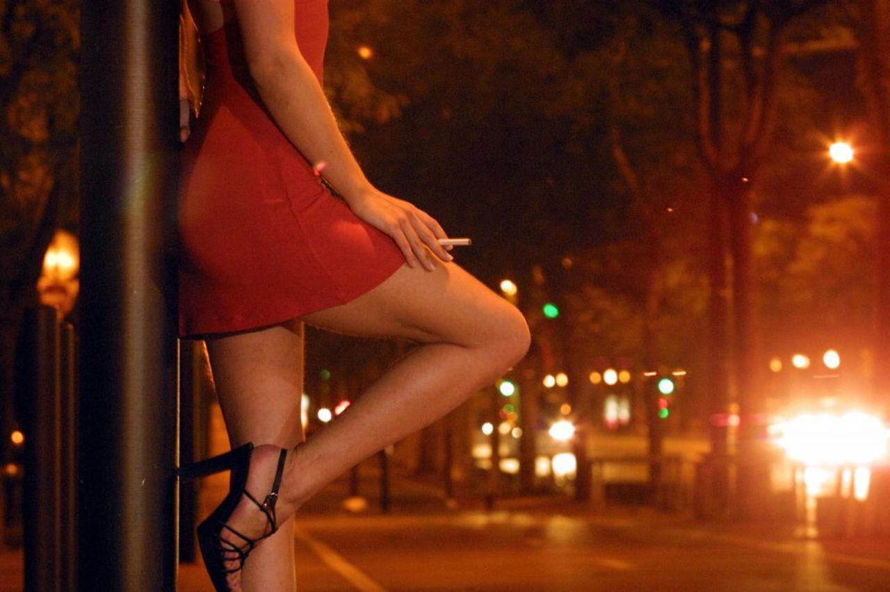 проститутки в париже где найти-ок2